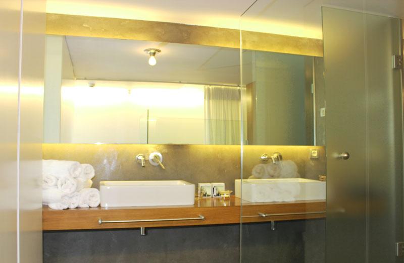 Perantzada_Hotel_Badezimmer